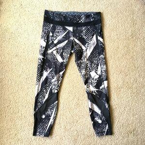 """Lululemon black white print leggings 26"""" size 10"""